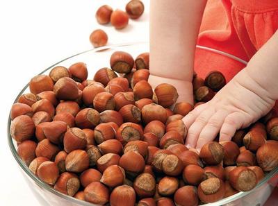 когда детям можно давать орехи и какие