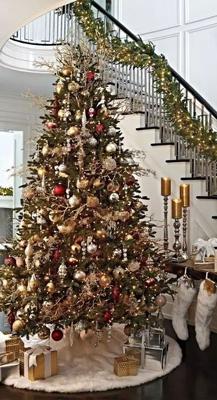 красиво украшенная елка в классическом стиле 3