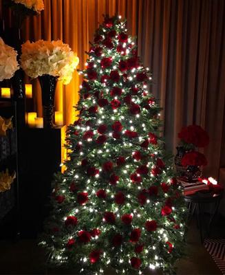 красиво украшенная елка в стиле лофт 3