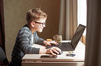 Почему ребенок много времени проводит за компьютером