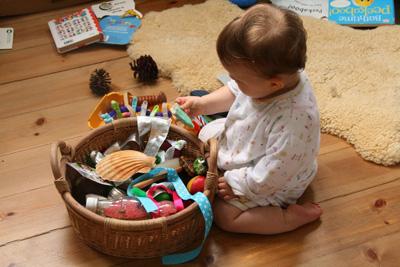 Во что поиграть с ребенком в год дома маме