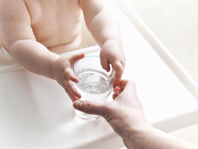 Нужно ли давать воду при грудном вскармливании 4