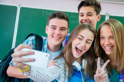 подросток стыдится родителей