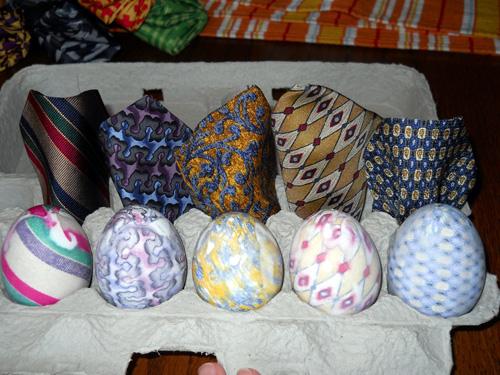 Как покрасить яйца с помощью шелка