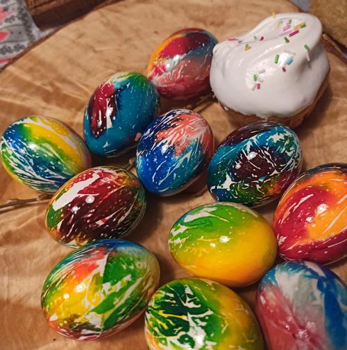окраска яиц с помощью салфеток 3