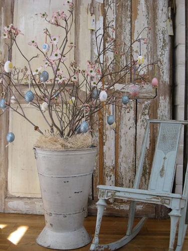 идеи оформления дома пасхальными деревьями