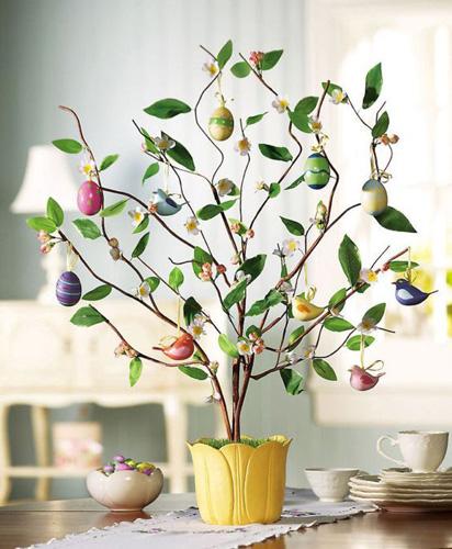 красивое пасхальтное дерево в интерьере