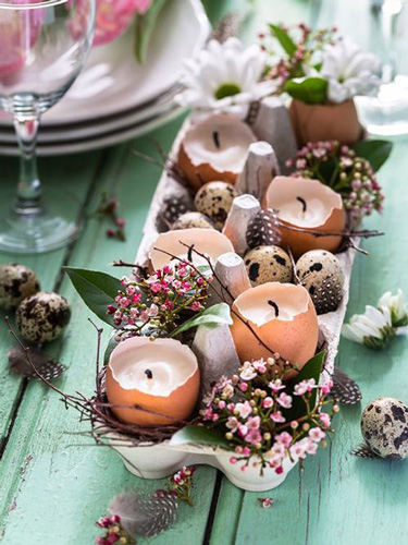 украшение стола пасхальными свечами 4