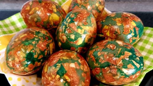 Яйца на Пасху в шелухе и зеленке