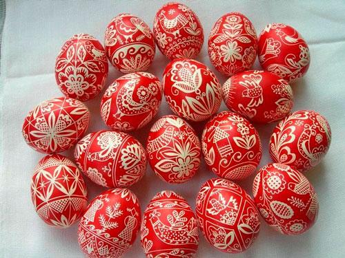 покрасить яйца на Пасху луковой шелухой