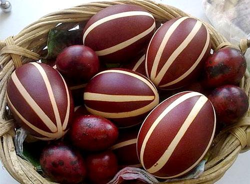 покрасить яйца в луковой шелухе красиво мраморные 2