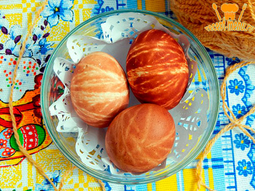 покрасить яйца в луковой шелухе красиво мраморные