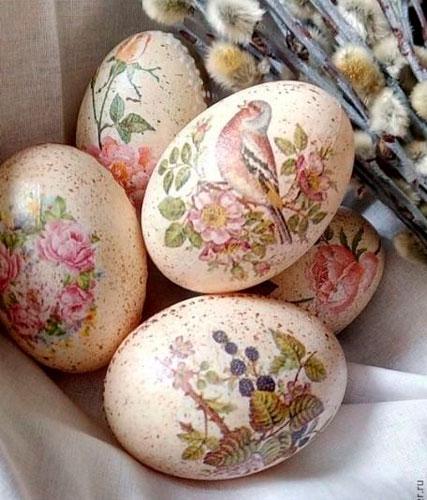 Идеи покраски яиц салфетками на Пасху 4