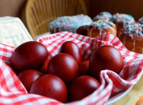 чем покрасить яйца кроме луковой шелухи