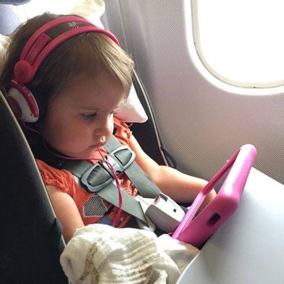 чем занять ребенка 2 года в самолете