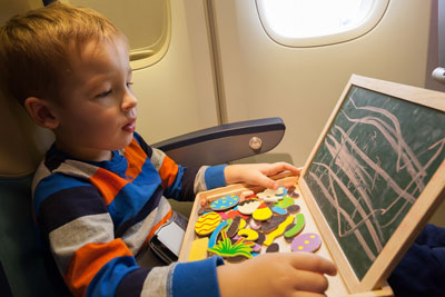 чем занять ребенка в самолете 6 лет