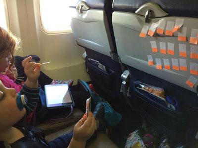 чем занять 10 месячного ребенка в самолете