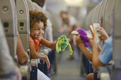 чем занять ребенка в самолете в год