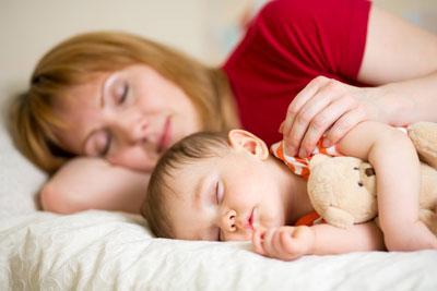 Как научить ребенка в год засыпать самостоятельно без укачивания