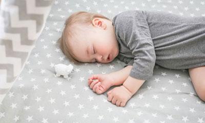 Как научить ребенка в год засыпать самостоятельно без родителей