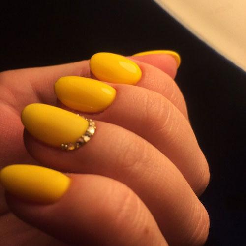 маникюр дизайн яркий летний на миндалевидные ногти