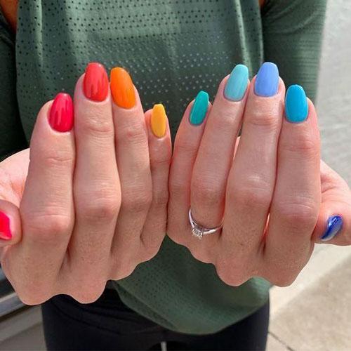 френч разноцветный маникюр 2021