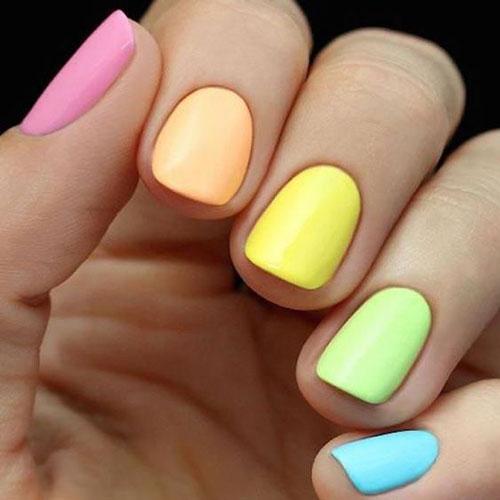 разноцветный маникюр сочетание цветов на короткие ногти 2