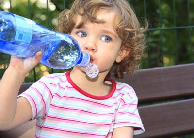 Как приучить ребенка пить воду в 1 год