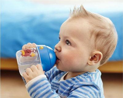как приучить грудного ребенка пить воду