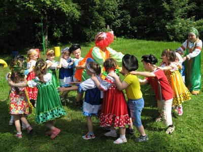 Летние игры для детей 3-4 лет на свежем воздухе
