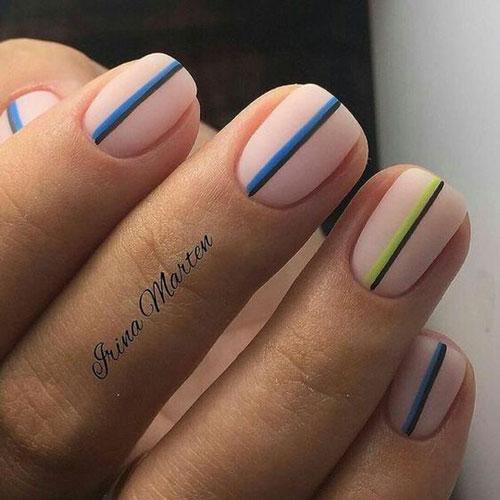 маникюр в стиле минимализм на короткие ногти светлый 3