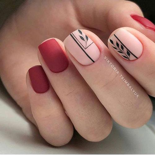 маникюр в стиле минимализм на короткие ногти светлый 6