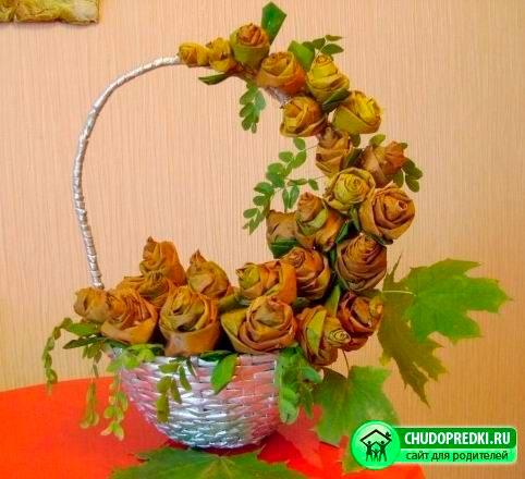 поделка розы из осенних листьев в сад 4