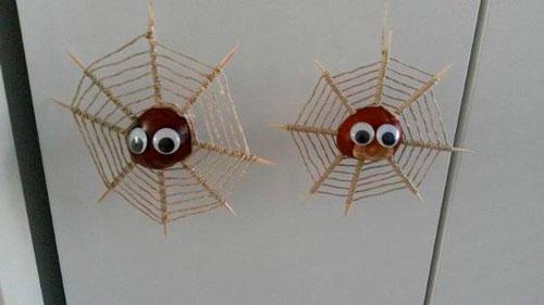 паук из каштана поделка