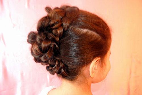 прическа для девочки на длинные волосы на 1 сентября 1 класс