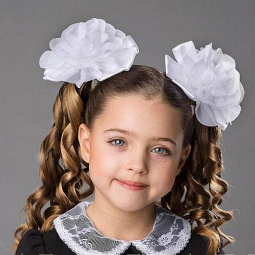 Прическа для девочки на длинные волосы 1 класс