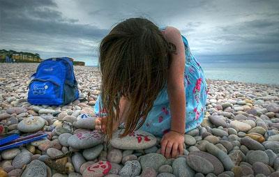 игры с детьми на галечном пляже 2