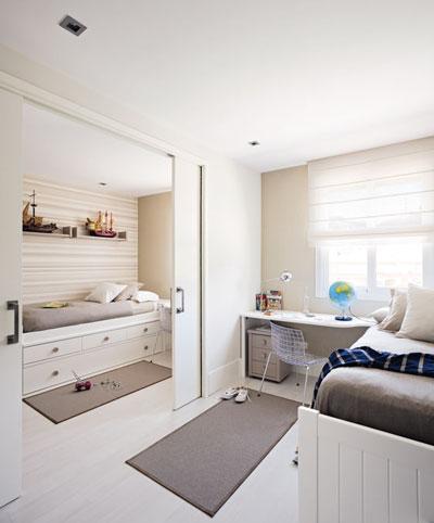 детская комната с зонированием школьного уголка