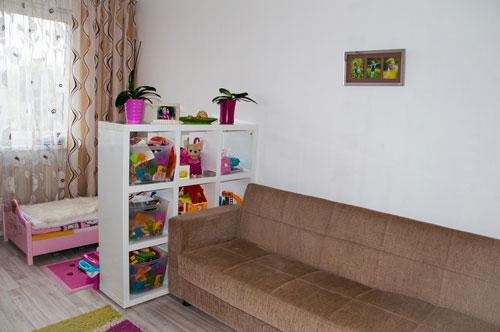 дизайн однокомнатной квартиры с детской зоной 2