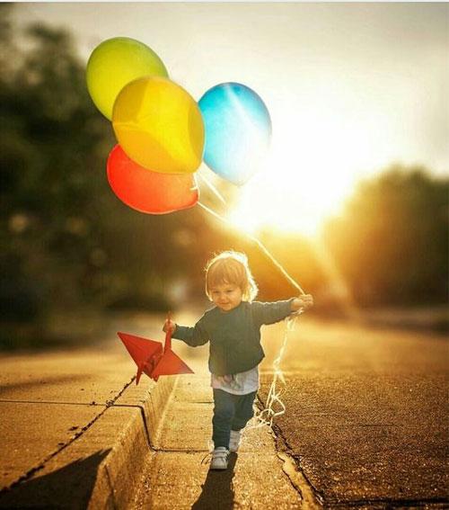 Как красиво сфотографировать ребенка с шарами