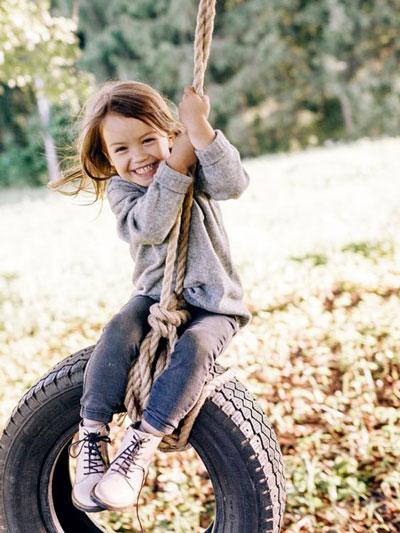 Как красиво сфотографировать ребенка во дворе