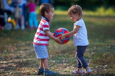 научить ребенка дружить со сверстниками в 4 года