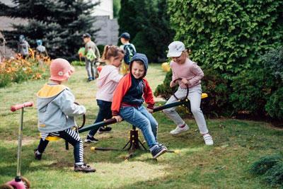 научить ребенка дружить со сверстниками на детской площадке