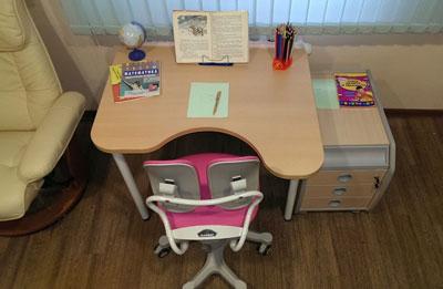 какой стол выбрать ребенку для занятий к школе 3