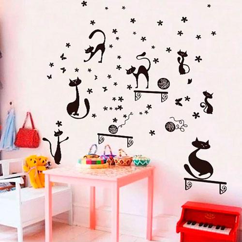стены в детской комнате с наклейками