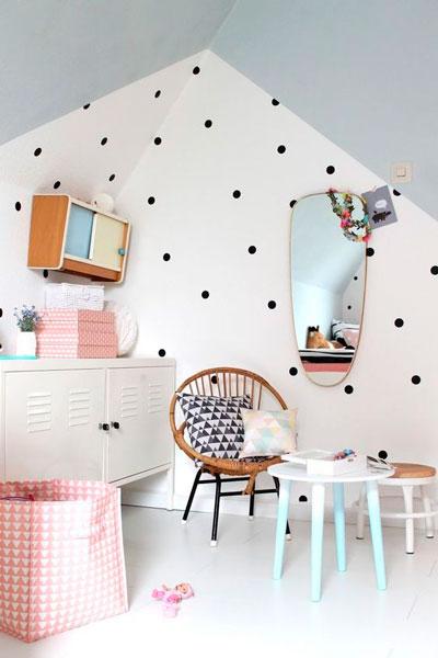 как уютно оформить стены в комнате ребенка 5