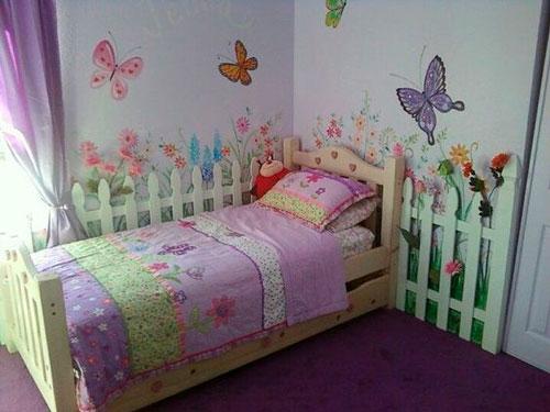 как уютно оформить стены в комнате ребенка