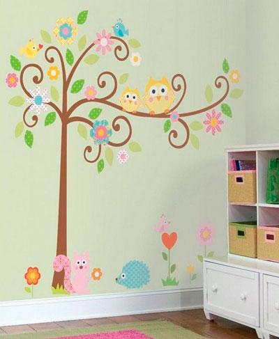 красивое оформление стен в деткой комнате наклейками 2