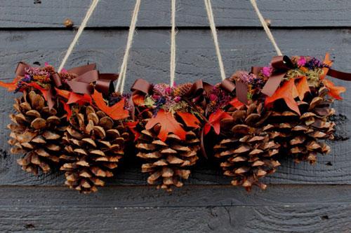 Осенние гирлянды поделки из шишек