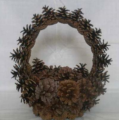 Осенняя корзина поделки из шишек